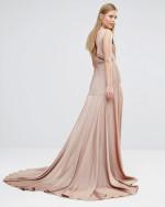 sukienka nude z trenem